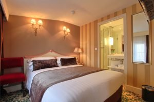 A Hotel for a Business Trip in Paris: Hotel des 2 Continents
