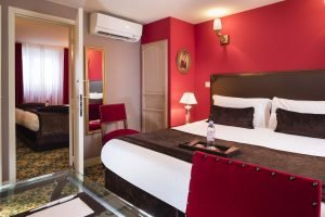Book a hotel with adjoining rooms in Paris