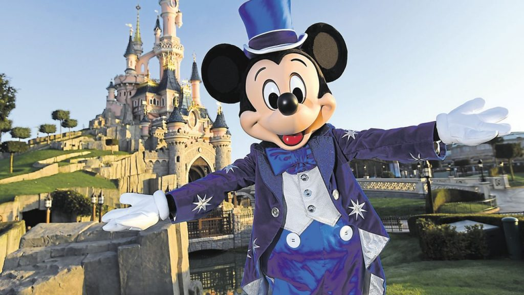 Book a hotel for a weekend at Disneyland Paris