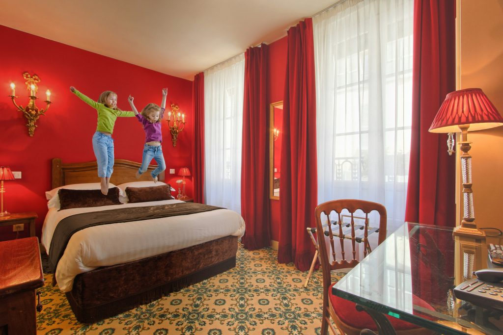 Book a hotel for a weekend at Disneyland Paris  : Hotel des 2 Continents